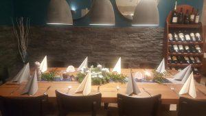Tisch mit Kerzenschein